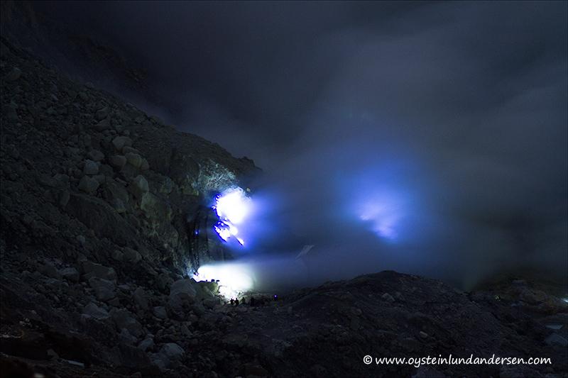 Ijen_volcano-2012-x1-1