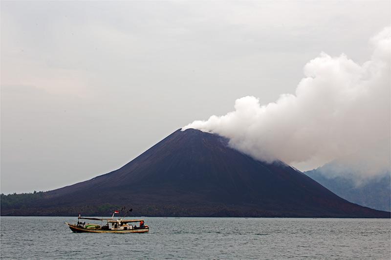 Krakatau-volcano-november-2013(IMG_6014)