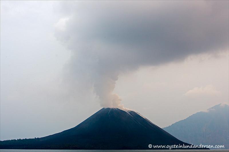 Krakatau-volcano-november-2013(IMG_6637)