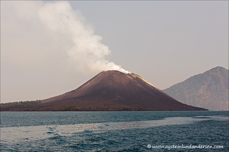 Krakatau-volcano-october-2013(IMG_3279)