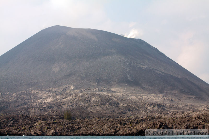 Krakatoa_aug2011_x3
