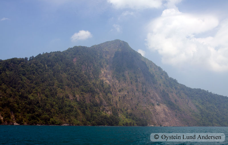 Krakatoa_aug2011_x8