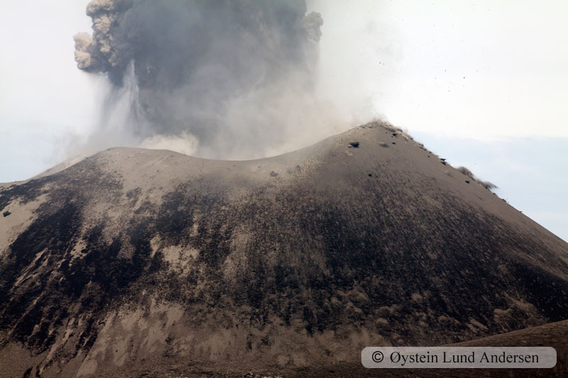 Krakatoa_jan2011_x4