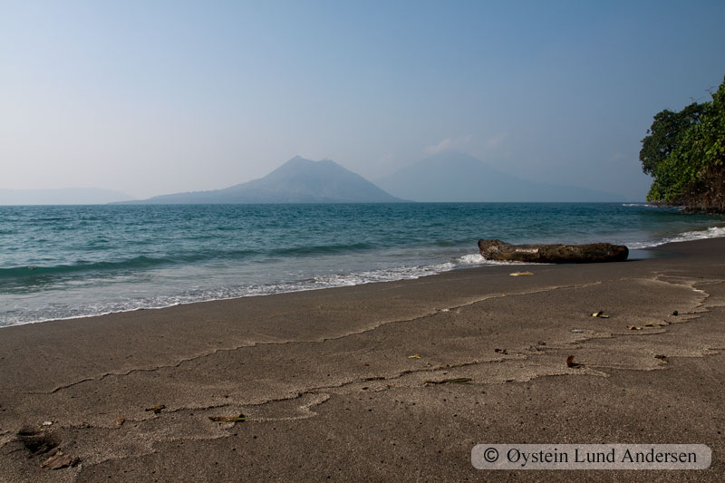 Krakatoa_jun2011_x4