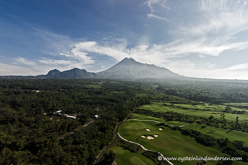 2. Aerial photo of Merapi from the south. (07:59)