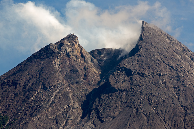 12. Merapi seen from the south-east. (09:12)