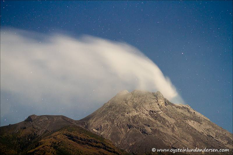 Merapi steam cloud during nighttime (26th October 2012)