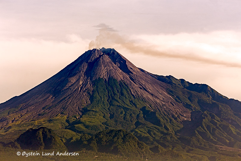1.  Merapi releasing a fair share of gas this morning.