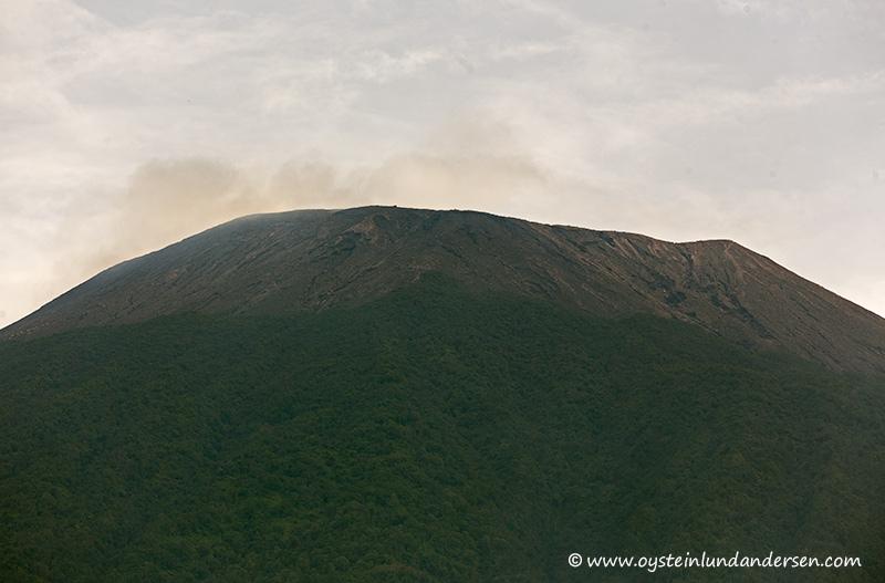The peak of Slamet as seen from Baturaden. (09:03)