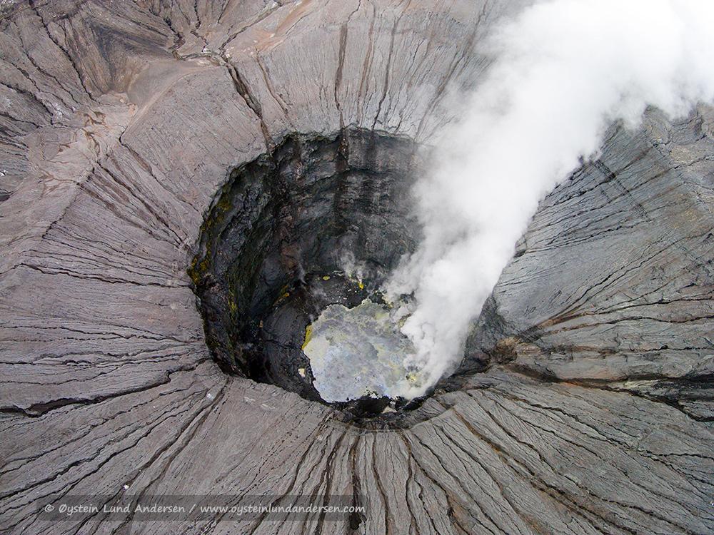 Tengger-Bromo-volcano-desember-2014-(DJI00748)