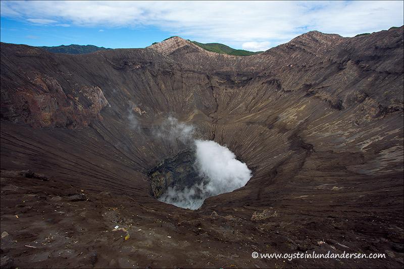 Tengger-Bromo_volcano_june-2013-(IMG_6770)
