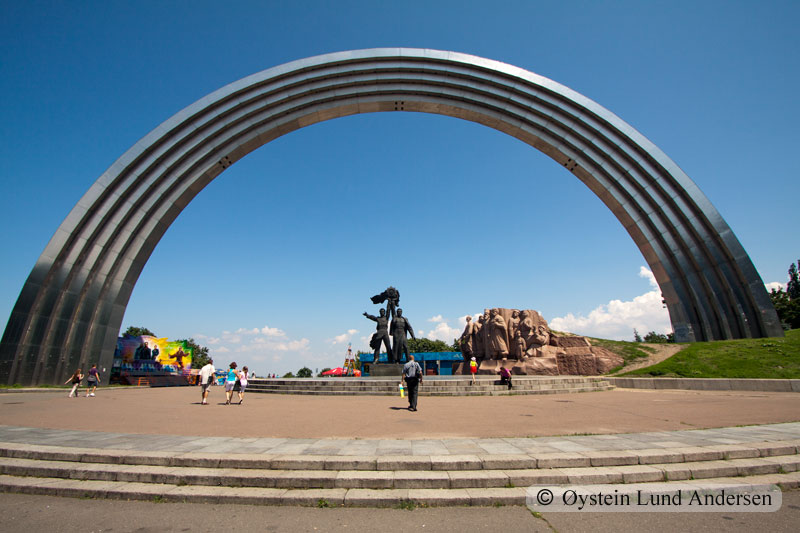 People's Friendship ArchMonument, with its 50m diameter, is dedicated to the unification of Russians and Ukrainians. Constructed in 1982.