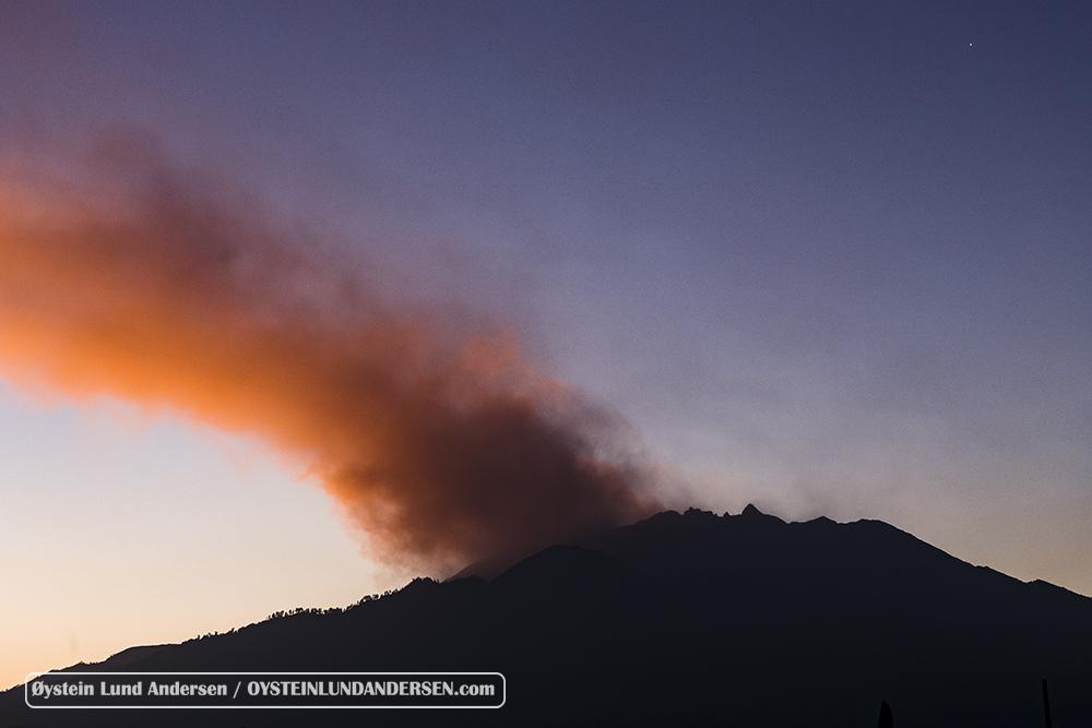 Raung Volcano Eruption plume ash 2015 Bali