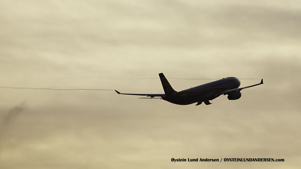 Airbus 330-200 Wingtip vortices Bali Hong Kong Airlines