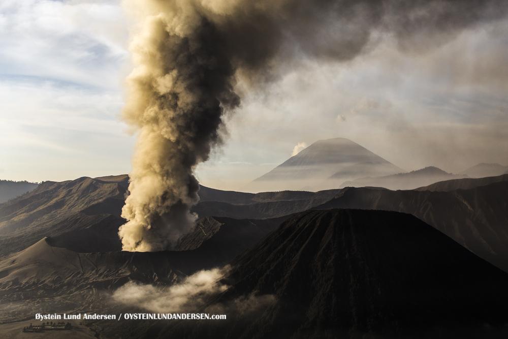Bromo-Volcano-eruption-2015-13-december-(IMG_5484)