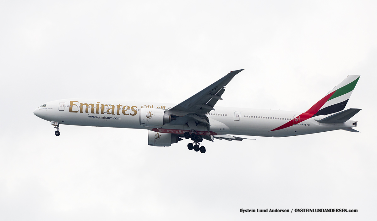 Boeing 777-300ER (A6-EPU) Jakarta Indonesia