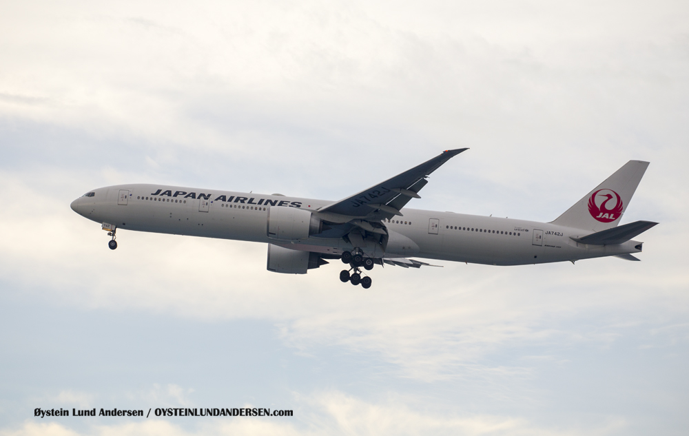Japan Airlines Boeing 777-300 (JA742J) (15th February 2016)