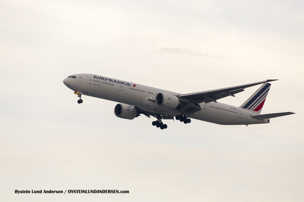 Air France Boeing 777-300 arriving from Singapore. (F-GSQH) (15th February 2016)