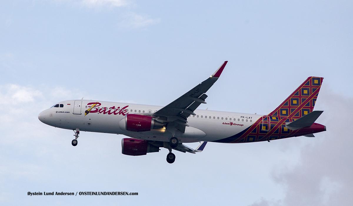 PK-LAT Batik Air Airbbus 320-200Jakarta Airport Sukarno Hatta PK-LAT Airbus A320-200 Batik Air