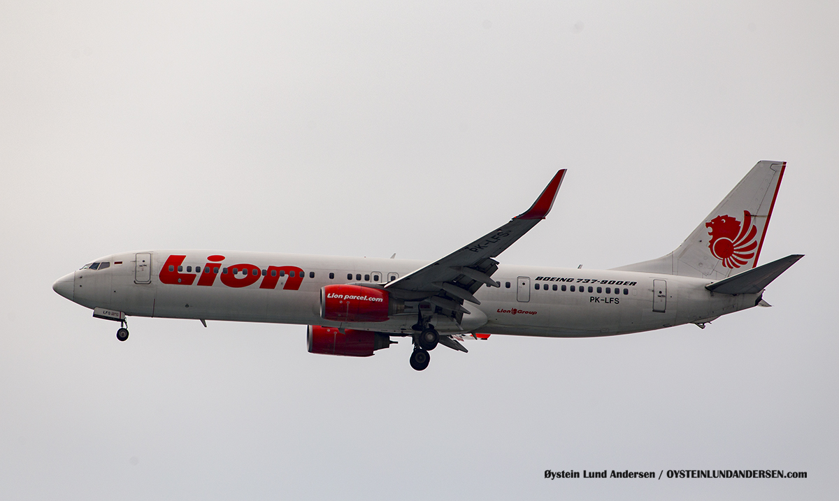 Lion Air (PK-LFS) Boeing 737-900 Jakarta Airport Sukarno Hatta