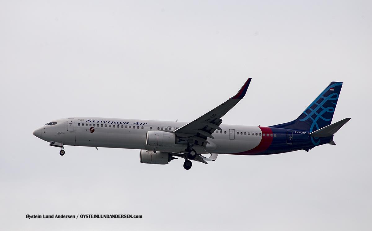 Sriwijaja Air PK-CMP Boeing 737-900 Jakarta Airport Sukarno Hatta