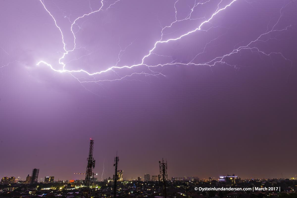 jakarta kilat lightning thunderstorm Cumulonimbus cloud thunder indonesia