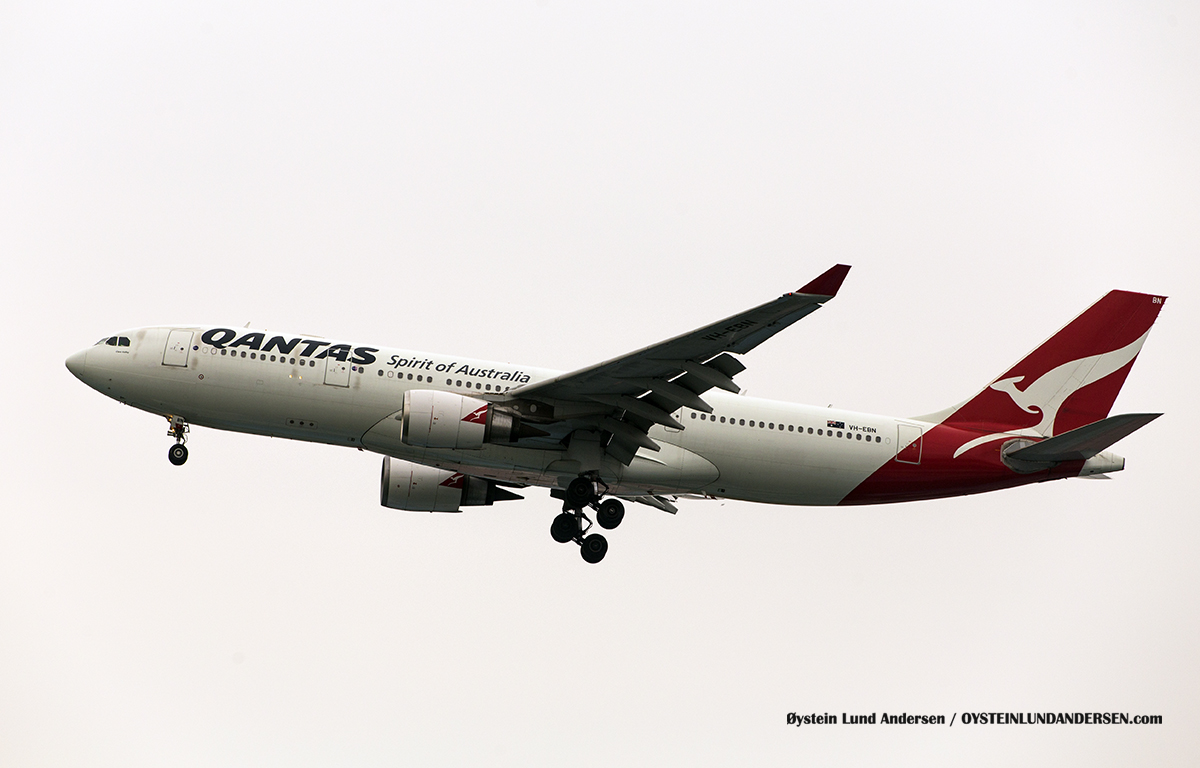 Jakarta Indonesia Qantas - Airbus 330-200 (VH-VBN, named Clare Valley)