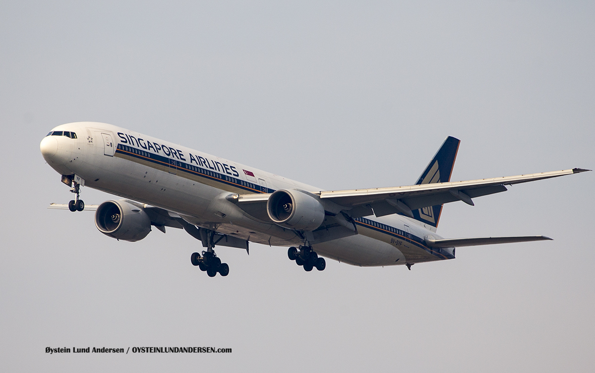 Singapore Airlines Boeing 777-300 (9V-SYF)