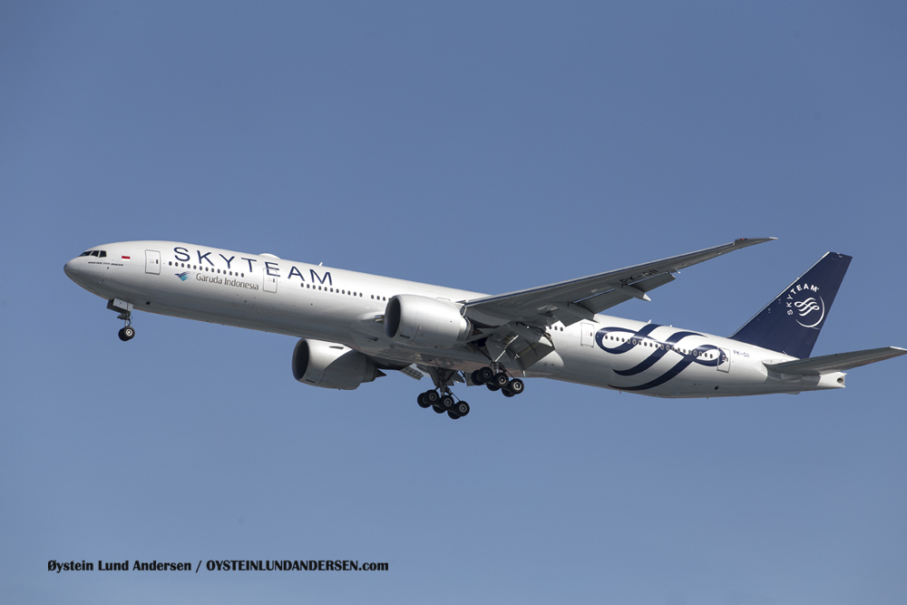 Boeing 777-300 (23 December 2015)
