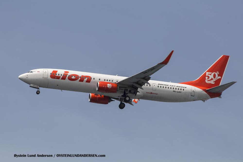 Boeing 737-900ER (23 December 2015)