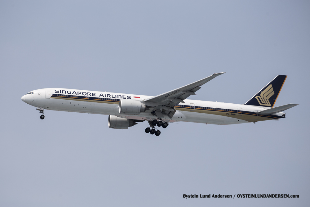 Singapore Airlines Boeing 777-300 (29 December 2015)