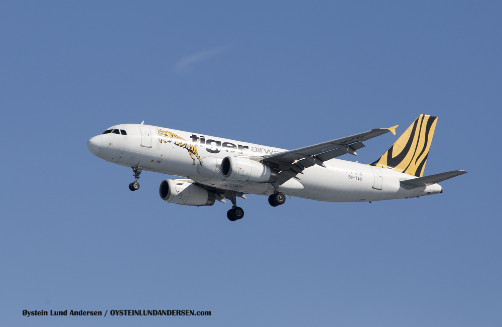 Tiger Aiways Airbus 320 - arriving from Singapore (23 December 2015)