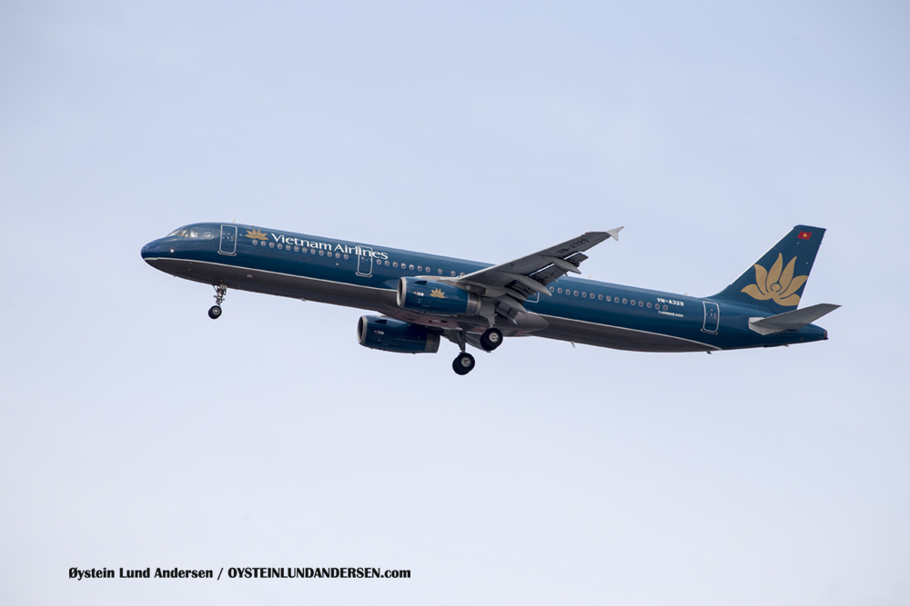 Vietnam Airlines - A321 arriving from Ho chi minh city (23 December 2015)