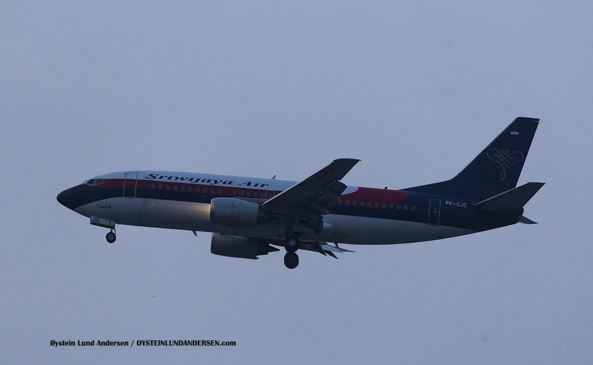 """Jakarta Airport Sukarno Hatta (CGK) Jakarta Airport Sukarno Hatta (CGK) Sriwijaya Air 737-300 (PK-CJC) named """"Cantik"""" (Beautiful)"""