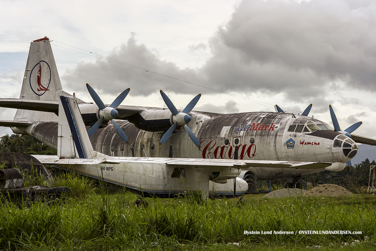 Antonov-12 (ER-AaAntonov-12 (ER-ADE) Sentani Papua IndonesiaDE) (March 2007)