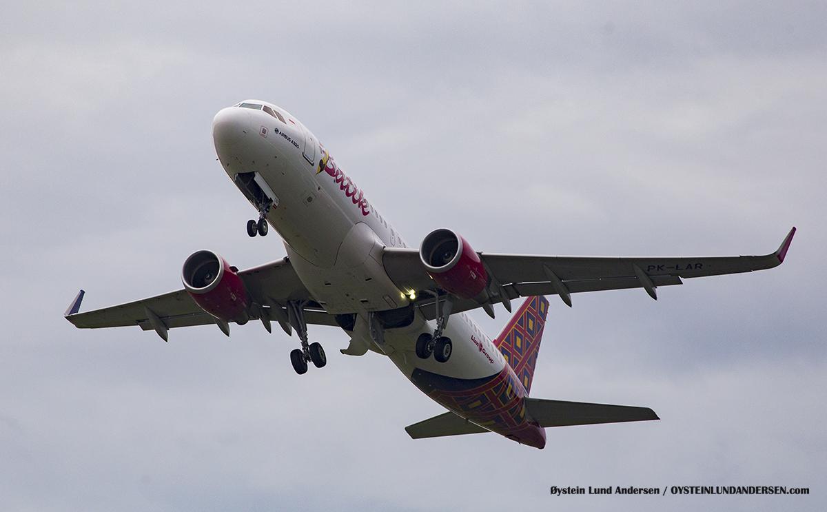 Batik Air Airbus-320 PK-LAR Halim Airport HLP Jakarta Indonesia Spotting 2016