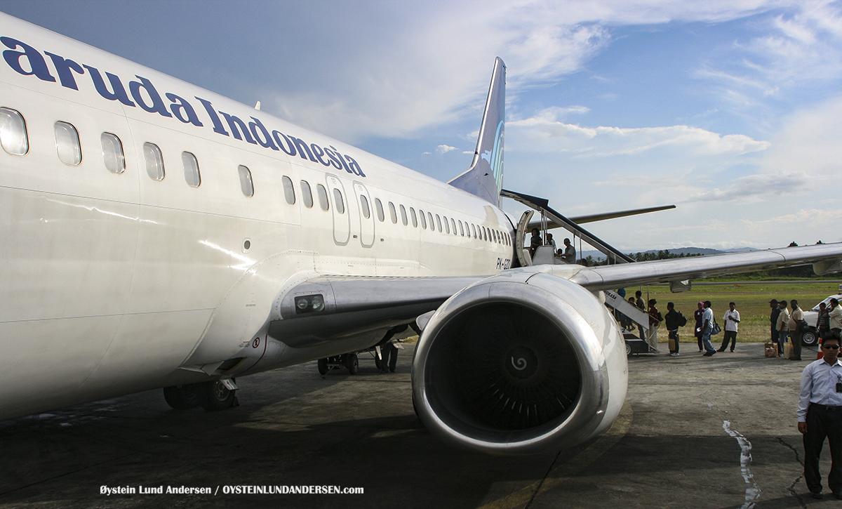Boeing 737-400 Garuda sentani airport jayapura spotting PK-GZO