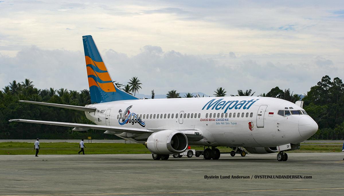 (PK-MDF) Boeing 737-300 Merpati Sentani Airport Papua Spotting
