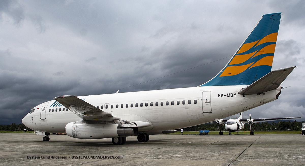Boeing 737-200 Merpati Sentani Airport Papua Spotting (PK-MBY)