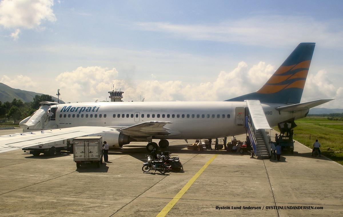 PK-MBO Merpati Sentani Airport Papua Spotting Boeing 737-300