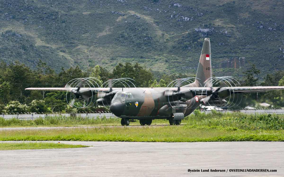 TNI-AU C-130 (January 2010) Wamena WMX airport papua spotting