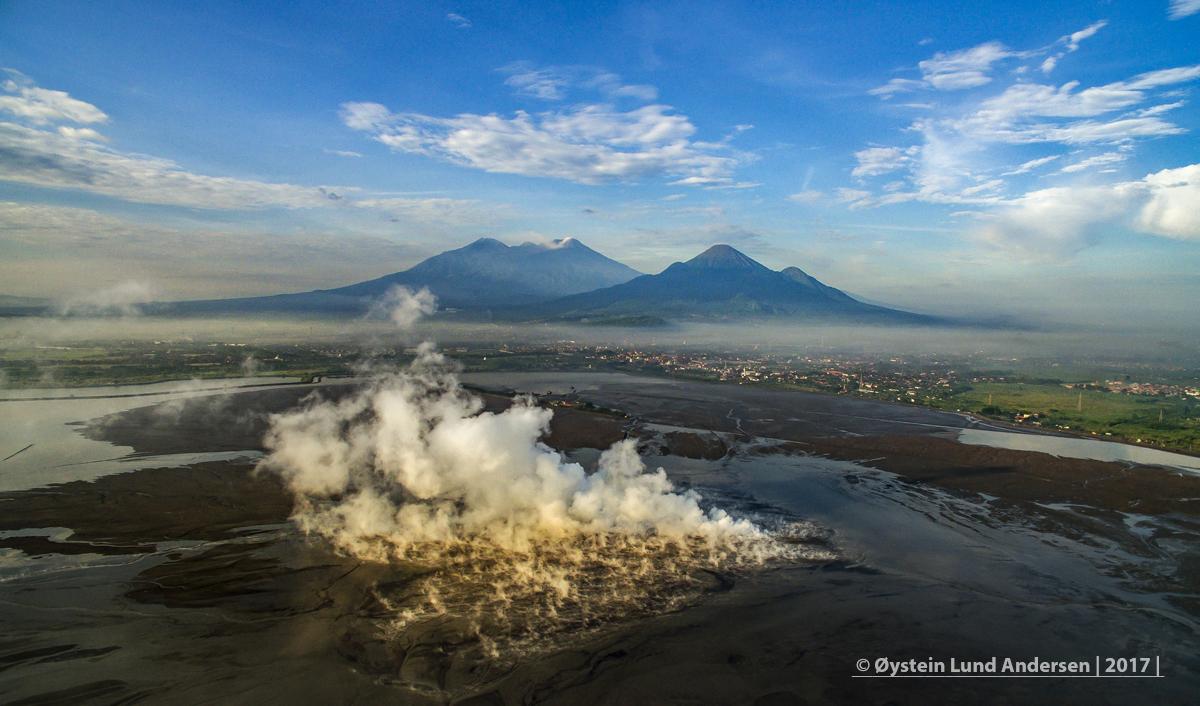 Indonesia Java LUSI Sidoarjo Mudflow Lumpur Aerial 2017 Penanggungan Welirang Arjuna