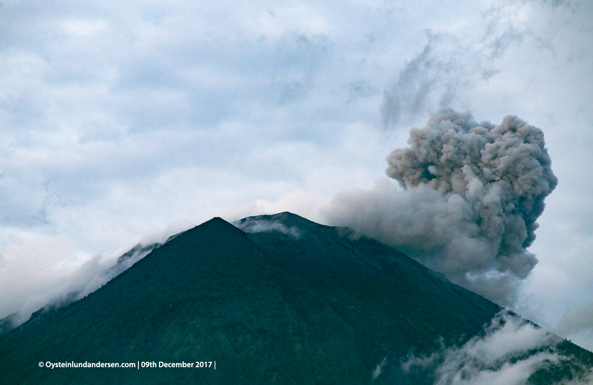 eruption ash Agung volcano Bali Indonesia December 2017