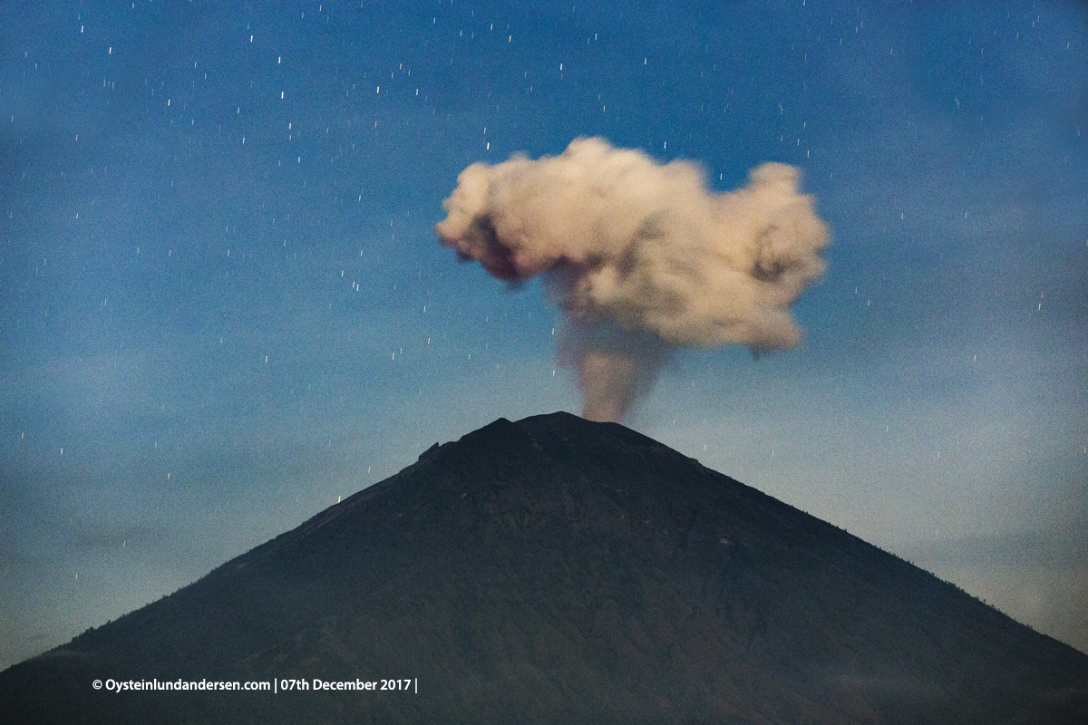 night malam Agung volcano Bali Indonesia December 2017