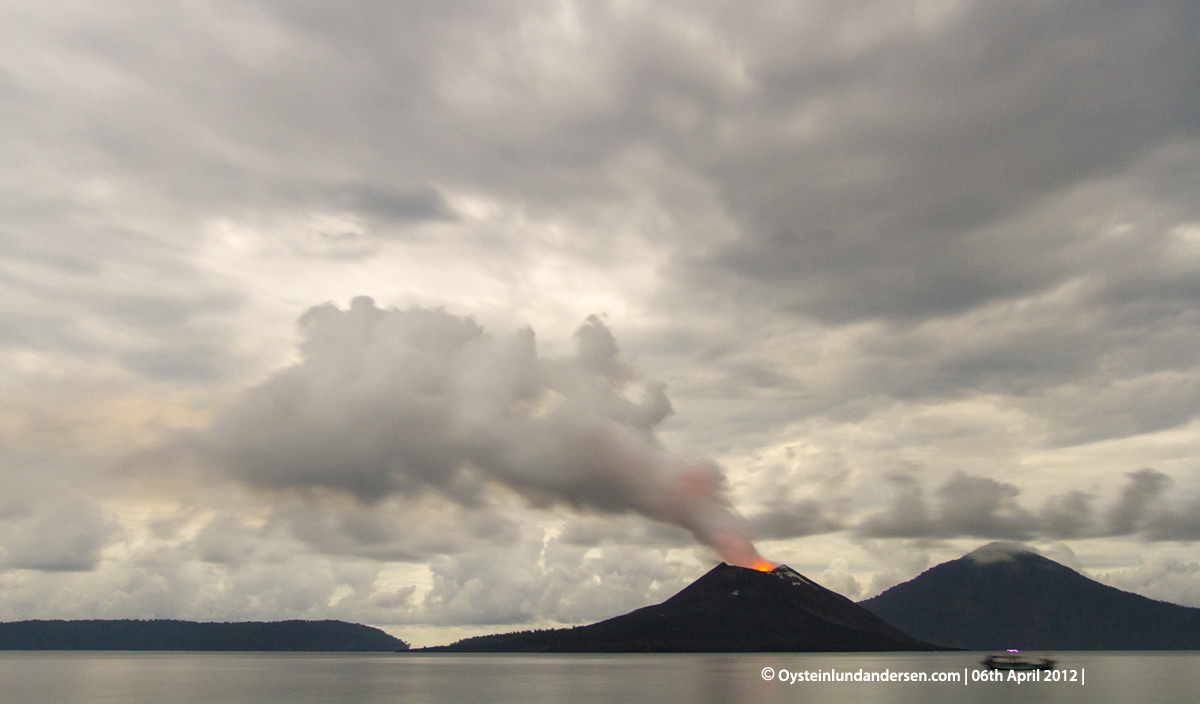Krakatau volcano indonesia eruption April 2012 anak-krakatau