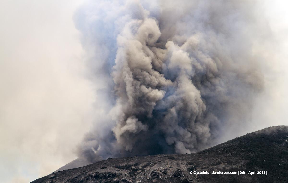 Krakatau volcano indonesia eruption April 2012 anak-krakatau