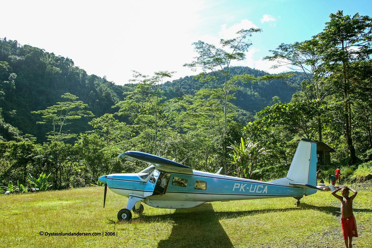 PK-UCA Nongme Urubool Umtambor Sekame Yahukimo 2006 papua west-papua