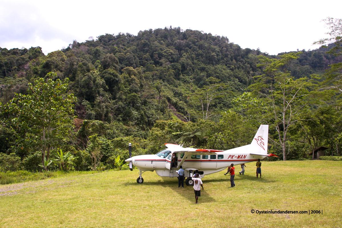 PK-MAN Nongme Urubool Umtambor Sekame Yahukimo 2006 papua west-papua