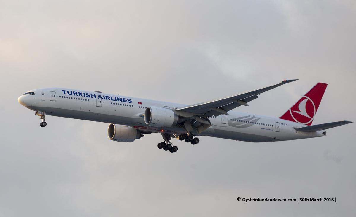 jakarta cgk Turkish Airlines Boeing 777-300ER TC-LJE