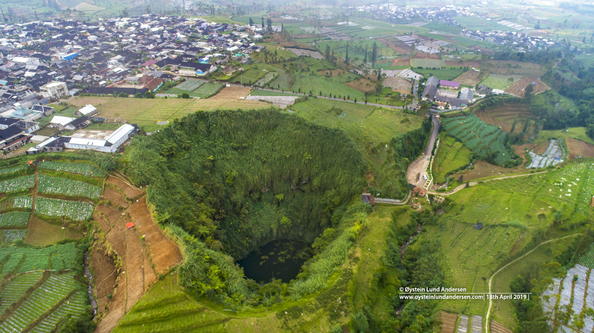 Jalatunda crater dieng plateau
